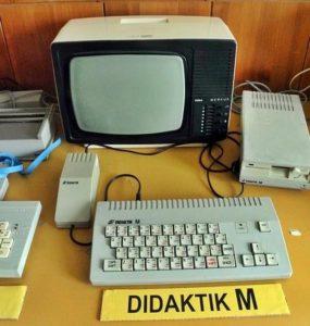 Počítač DIDAKTIK M